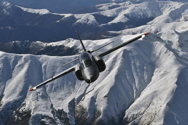 Leonardo M-345 new trainer jet