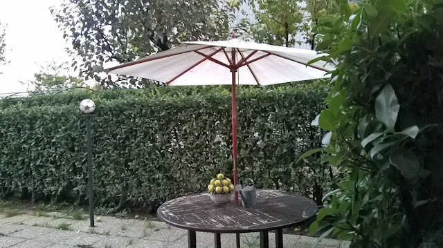il giardino lastricato del quadrilocale in vendita torre boldone via lombardia 21