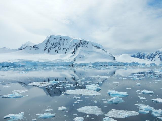 Undersea topography generates hot spots of ocean mixing