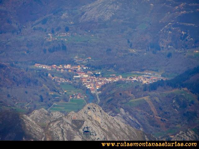 Ruta al Pico Pierzu: Vista de Cangas de Onís