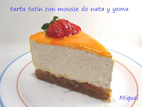 "Tarta ""Tatin"" con mousse de nata y yema tostada"