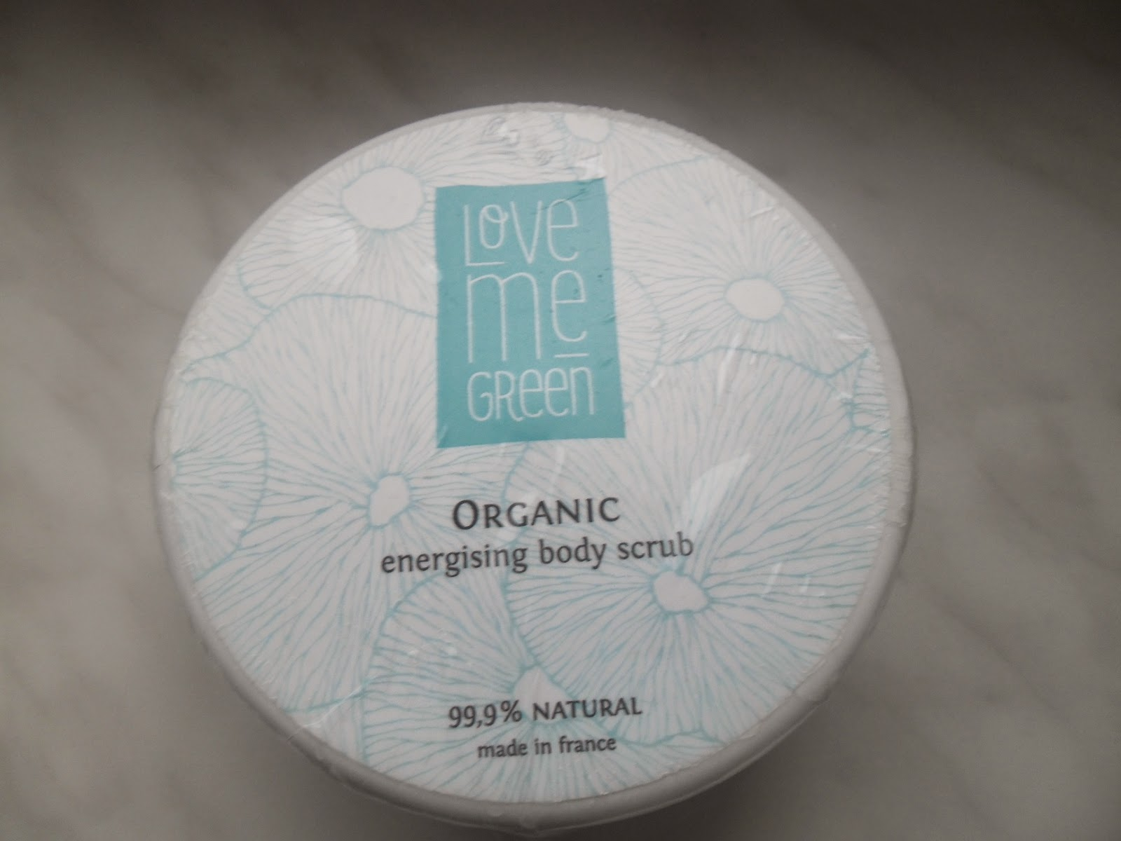 Energetyzujący peeling do ciała od Love me green