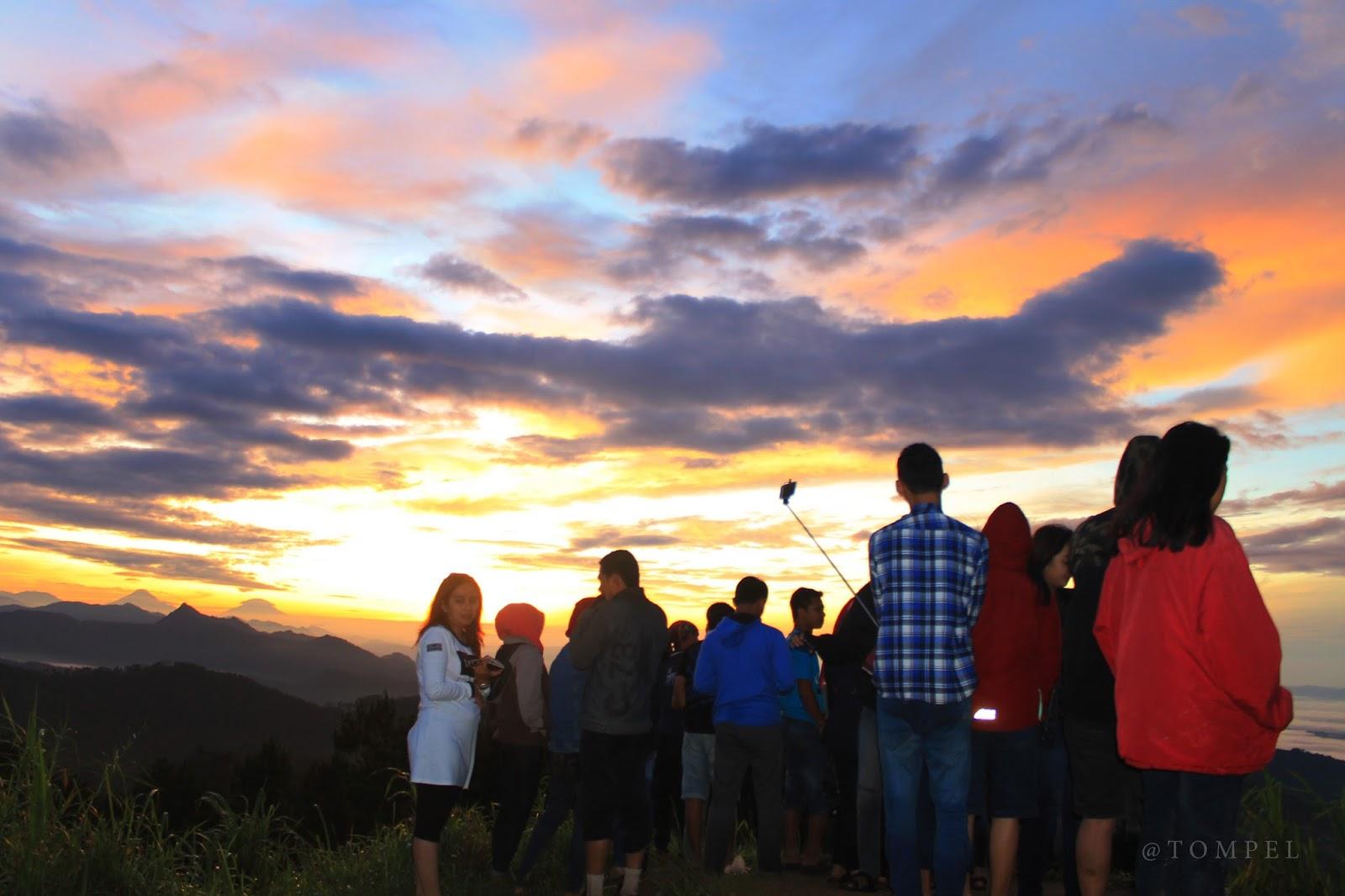 Berburu Sunrise Bukit Njelir