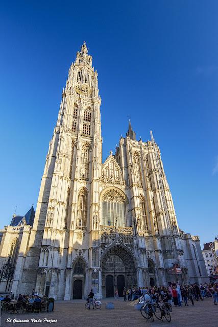 Fachada Catedral de Nuestra Señora - Amberes por El Guisante Verde Project