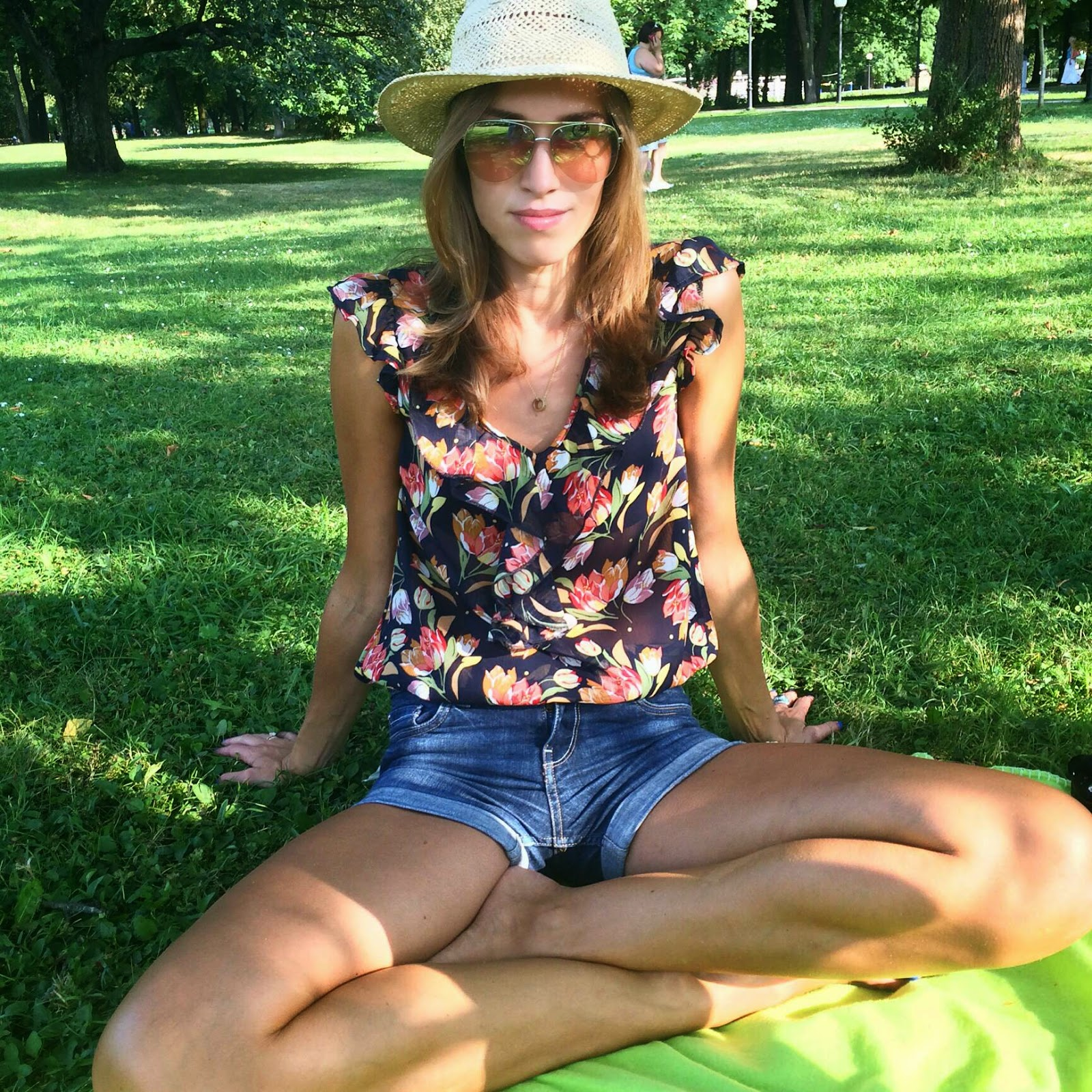 floral top straw hat mango pink aviator sunglasses jean shorts