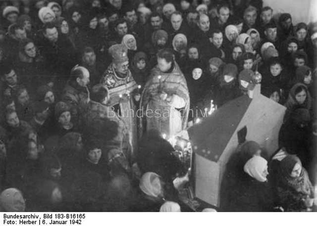 Religious service in Kharkov, 6 January 1942 worldwartwo.filminspector.com