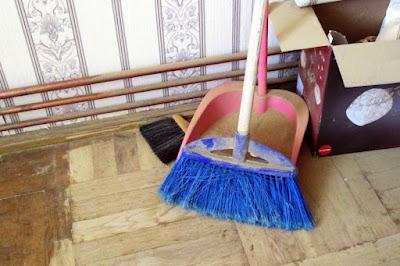 DIY - raschetat si lacuit parchet din lemn