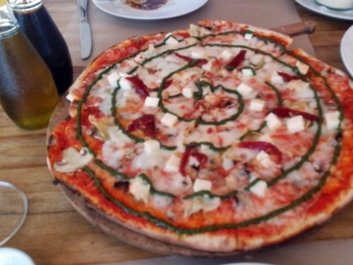 DAVIDという名前のピザ。RP. 58000(≒580円)