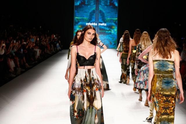 Rebbeka Ruetz Berlin Fashionweek Juni Juli 2016 / Funkart