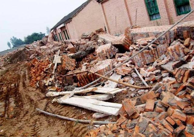 Predios religiosos reduzidos a ruinas