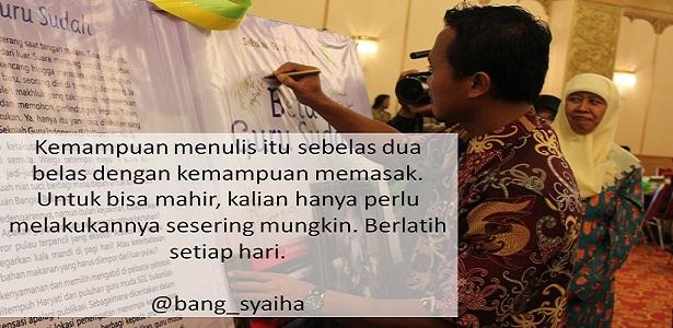 Pelajari Ilmunya Dulu atau Langsung Segera Menulis, bagaimana menghasilkan tulisan yang baik, berlatih menulis sesering mungkin, Bang Syaiha, Penderita polio, http://bang-syaiha.blogspot.co.id/