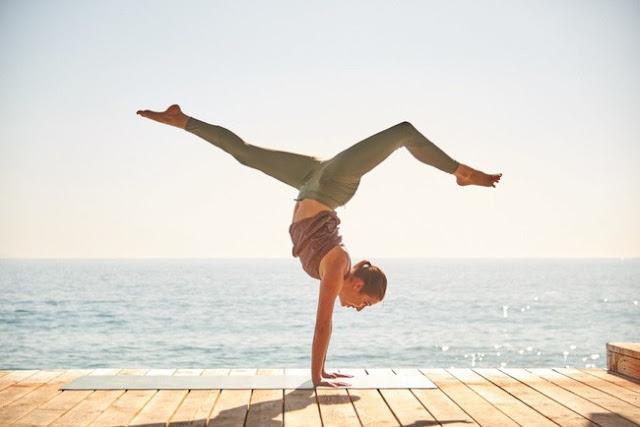 Tư thế yoga ngăn chặn tình trạng đầy bụng ai cũng nên biết