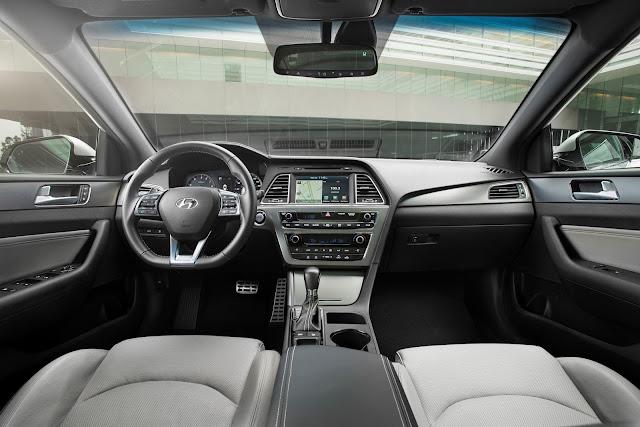 Interior view of 2016 Hyundai Sonata Sport 2.0T