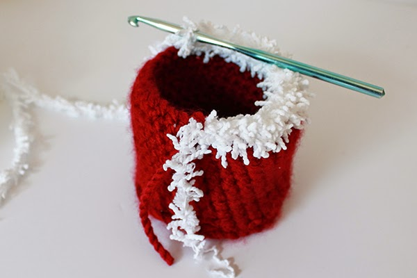 Crochet Holiday Planter Cover Pattern -- great gift! | The Inspired Wren