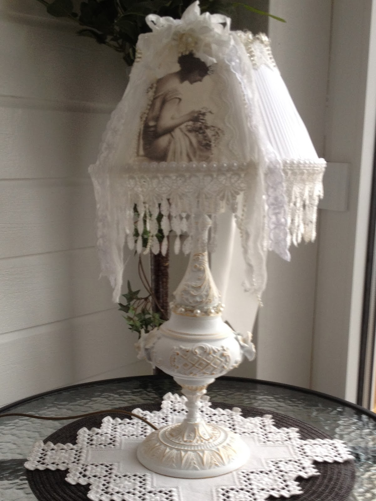 & annes papercreations: Shabby chic lamp makeover for my garden room