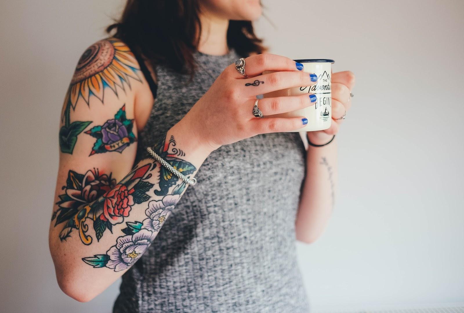 Tatuaże Na Papierze Książki Są Niebezpieczne