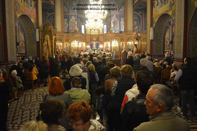 Πλήθος κόσμου αυτή την ώρα στην Θεία Ανάληψη Κατερίνης για την προσκύνηση της Ι. Εικόνος Παναγίας Ολυμπιωτίσσης (ΦΩΤΟ)