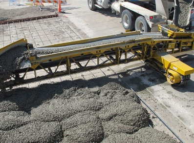 Portable concrete conveyor system short distance