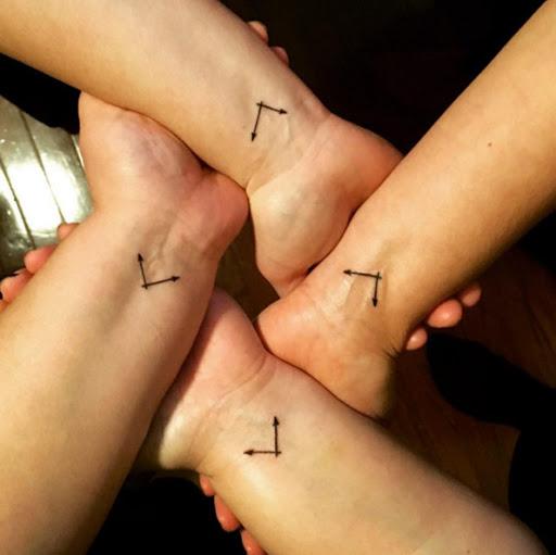 Estas relógio mão tatuagens