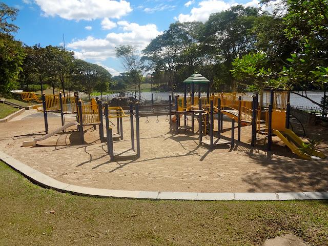 Playground no Parque Cidade de Toronto