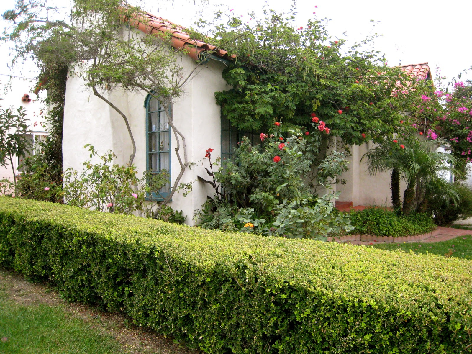 spanish style homes with garden Thrifty Nifty Things: Spanish Style Homes