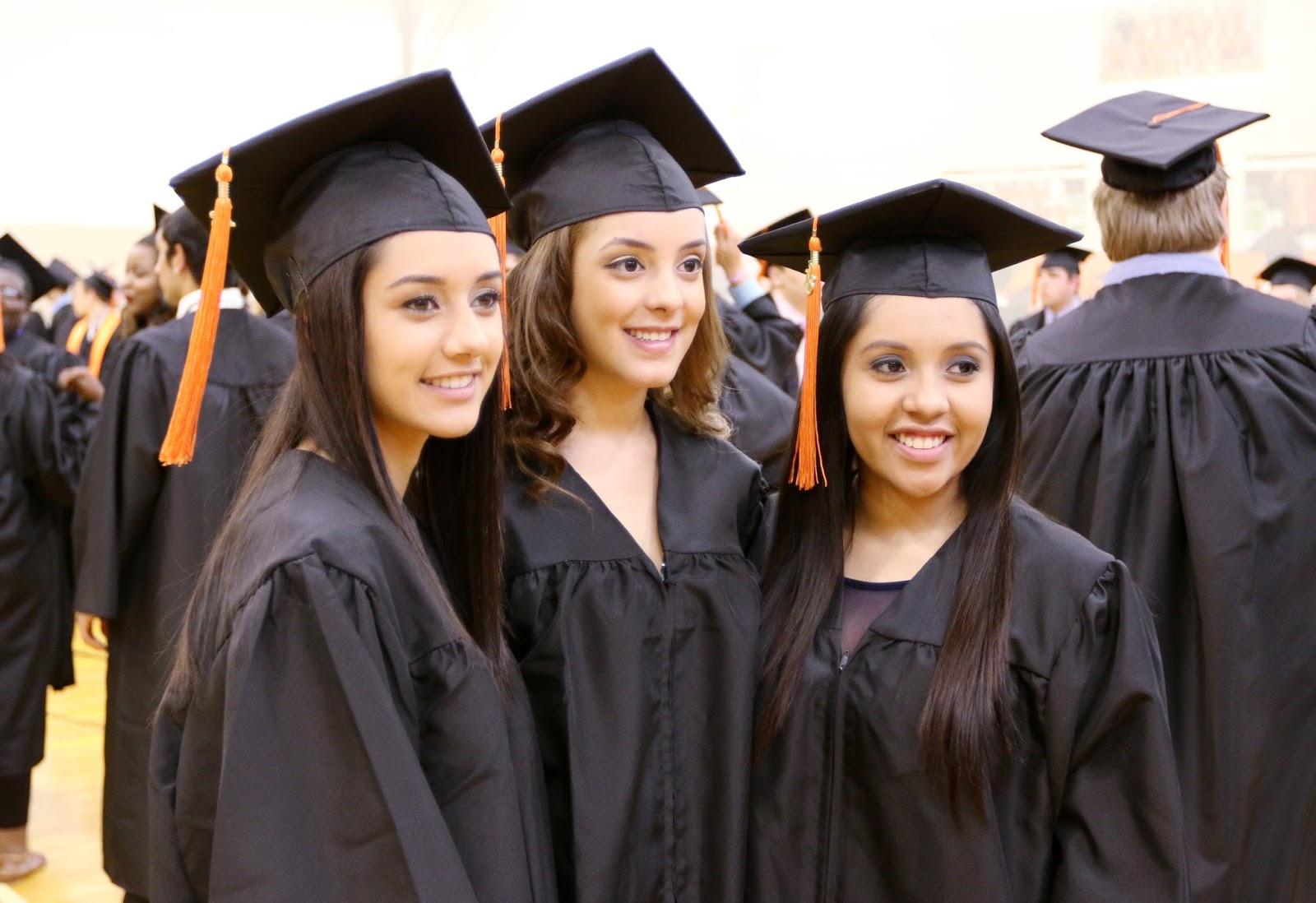 liz graduated school - HD1600×1098