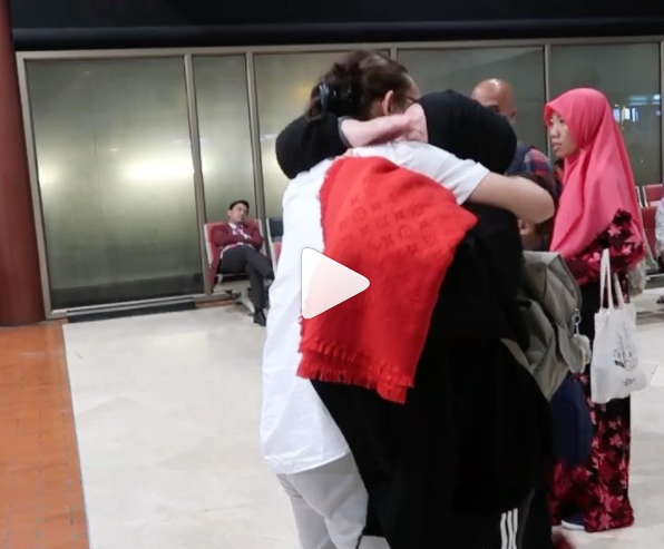 MENGHARUKAN! Video Detik-detik Anto Hoed Lepas Kepergian Melly Guslaw ke Palestina