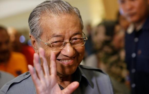 """""""Dengan ini saya mengumumkan keluar daripada Umno"""" - Tun Mahathir"""