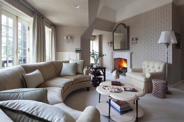 Ruang Tamu Nampak Cantik Dengan Wallpaper Dinding Jasa Bangun Rumah