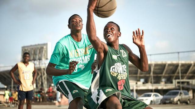 Chipukizi wakipiga zoezi la mpira wa vikapu.Picha kwa hisani ya 'The Giants of Africa'