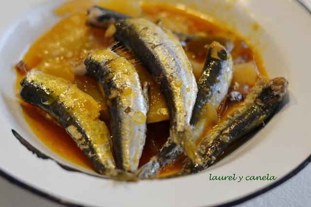 Laurel y canela receta de guiso de xoubas sardinillas for Cocinar xoubas