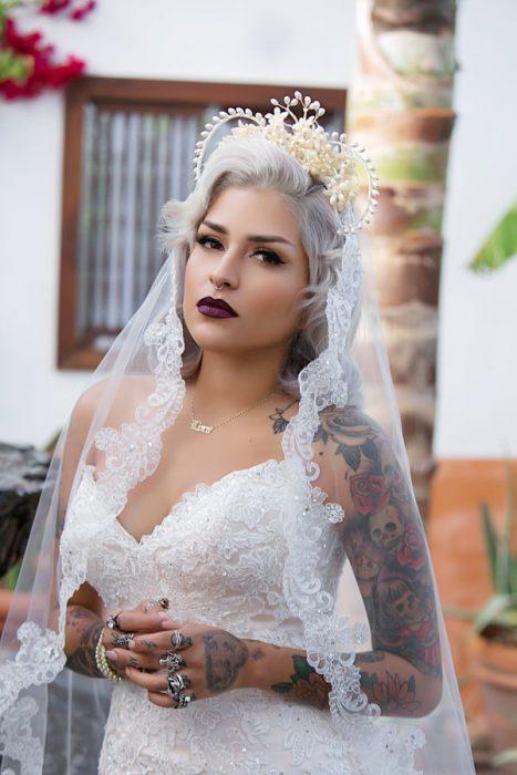 Luce como una diosa romántica con tu cabello en tonos grises