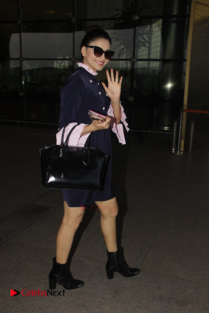 Bollywood Actress Model Urvashi Rautela Pos at Mumbai International Airport  0003.jpg