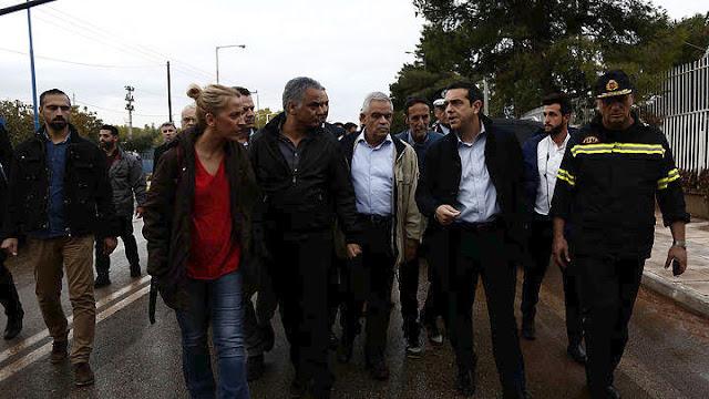 Επίσκεψη του Πρωθυπουργού στις πληγείσες περιοχές της Δ. Αττικής (βίντεο)