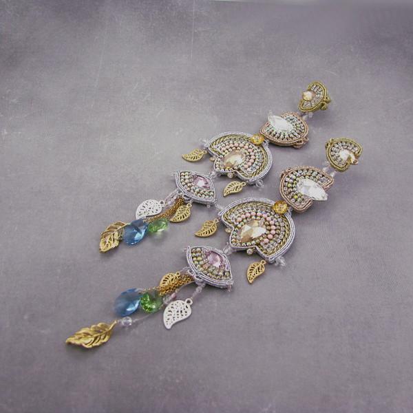 Złote, luksusowe, wieczorowe kolczyki z kryształami Swarovski elements.