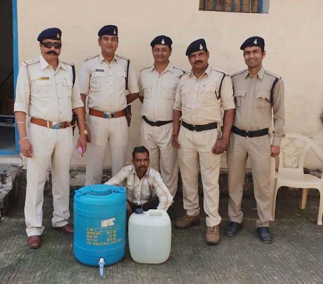80 लीटर हाथ भट्टी मदिरा अवैध शराब जब्त, आरोपी गिरफ्तार-illigle-wine-alirajpur