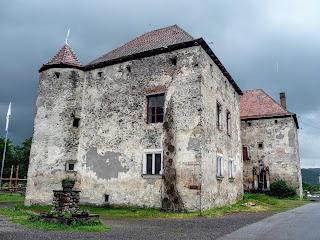 Замок Сент-Миклош. Памятник истории и архитектуры