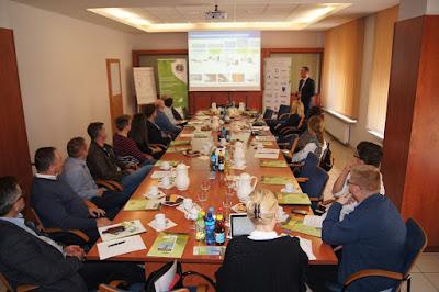 Dyrektor Zakładu Cementownia Rudniki - p. Piotr Bąbelewski - podczas prezentacji