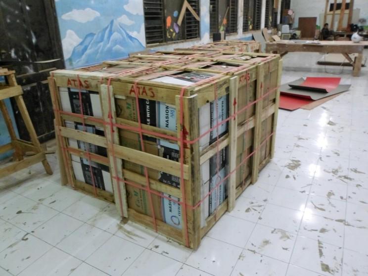 packing pengiriman Etalase Akrilik Lis Stainless Steel Glossy semarang