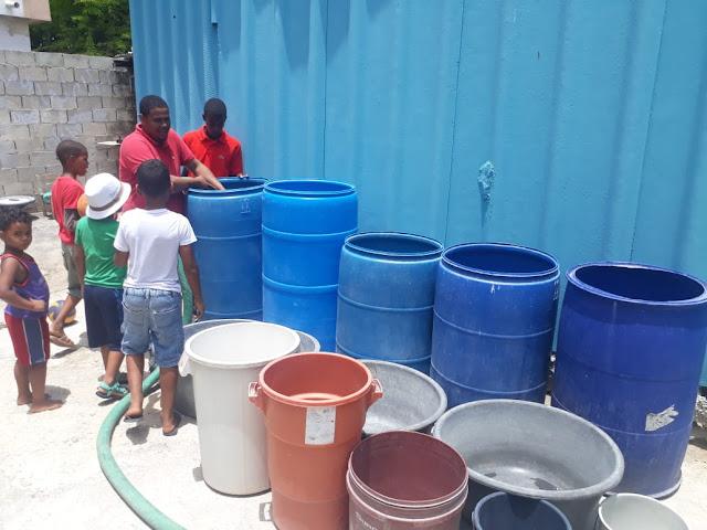 Ante la falta de agua potable!!!  Khoury Industrial desarrolla programa de abastecimiento de agua en Cabral