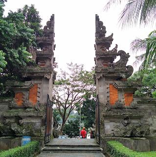 Rumah Adat Bali | Gapura Candi Bentar