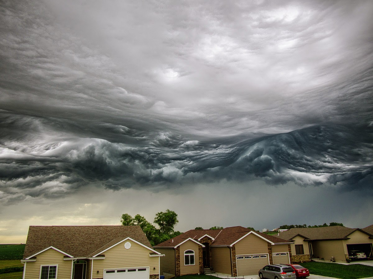Stunning Photographs of Storm Clouds That Look Like a Rolling Ocean  Snow Addiction  News