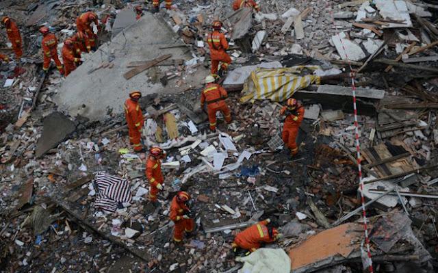 Κατέρρευσαν τέσσερα κτίρια στην Κίνα.  Οχτώ νεκροί, οι διασώστες ψάχνουν επιζώντες - Δείτε φωτογραφίες