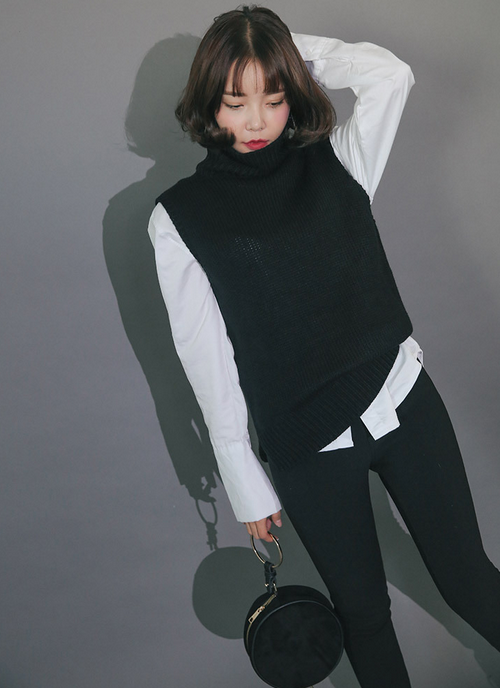 Side-Slit Turtleneck Vest