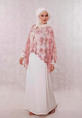 Kombinasi gaun pesta muslim modern dengan hijab