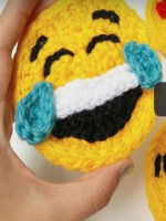 APLIQUE EMOTICONO DE CROCHET