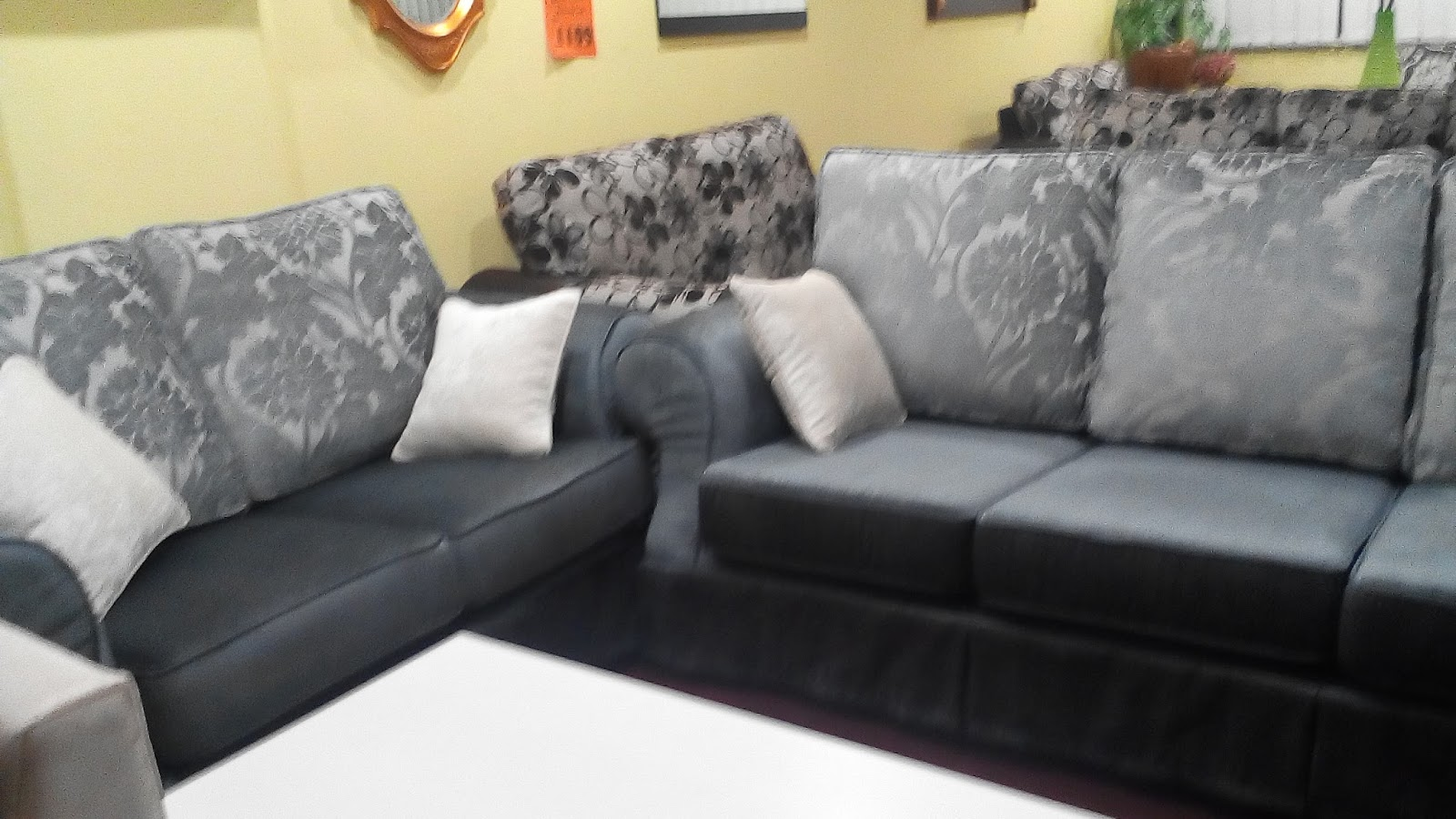 Lepas Bincang2 Pasal Budget Akhirnya Sofa Yang Bercorak Jugak Ni Kami Berkenan Dan Pilih Kaler Sebenarnya Silver And Gold