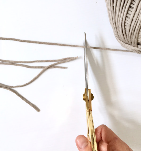 Easy-DIY-macrame-plant-hanger-harlow-and-thistle-3