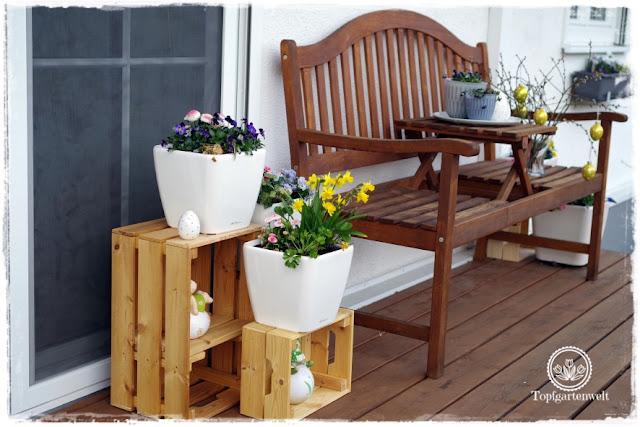 Gartenblog Topfgartenwelt Topfgarten + DIY mit Knagglig (Kiste) und Töpfen viel Platz auf kleinem Raum schaffen - Blumendeko mit Hornveilchen und Bellis passend für den Frühling und Ostern: Gestaltung mit Knagglig