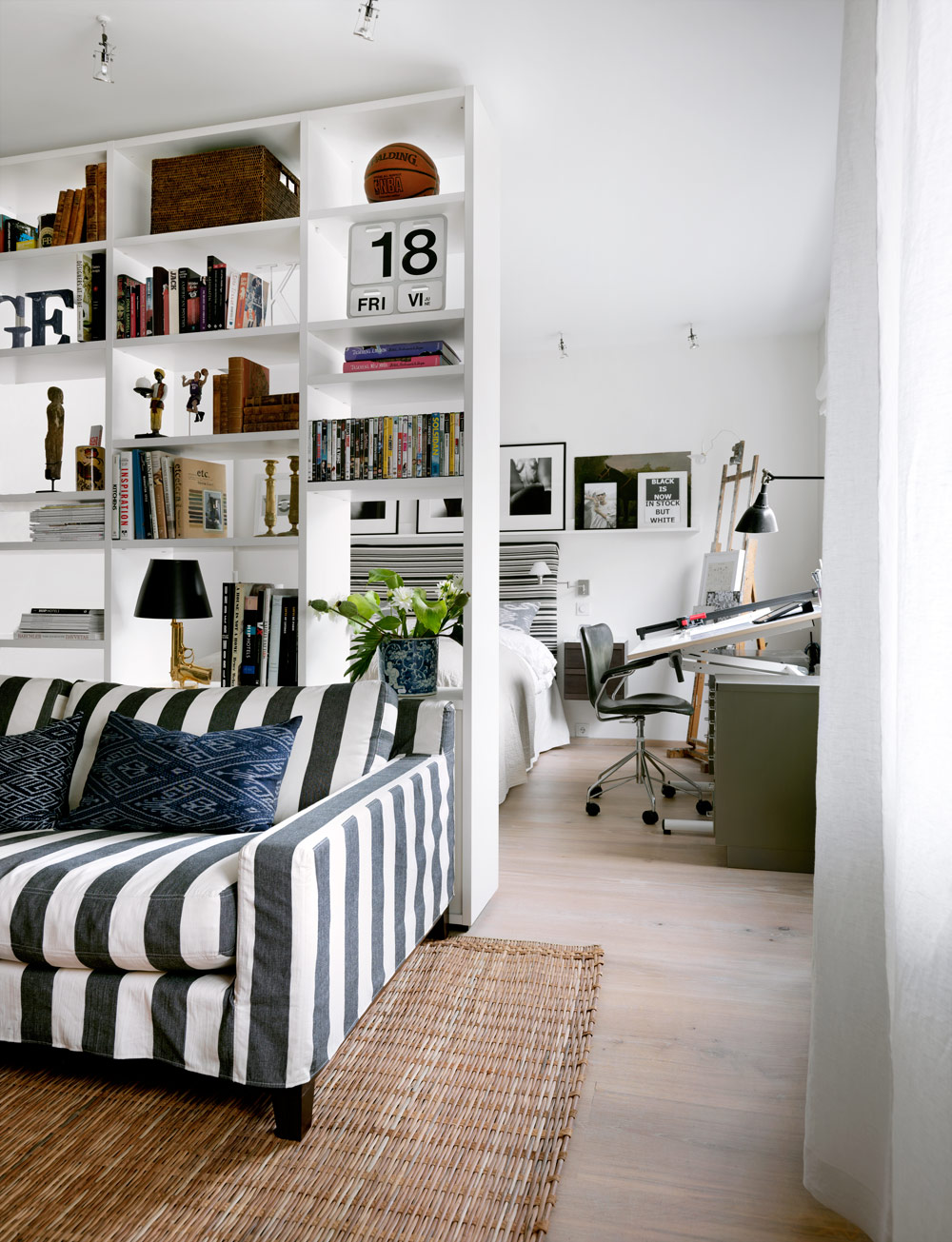 Small Flat Living Room Interior Design: BRIGHT HOME: Living Well In A Small Apartment